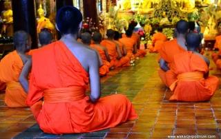 Tajlandia Chiang Mai - mnisi w świątynii