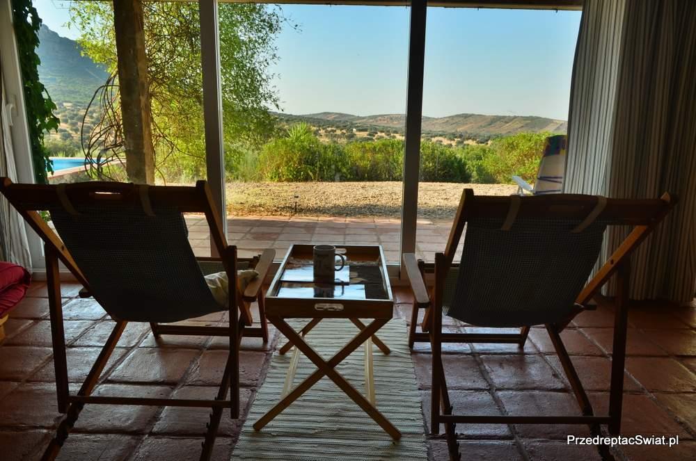 Andaluzja - Hiszpania dom z basenem do wynajęcia w Hiszpanii - salon z widokiem na góry - nasze ulubione miejsce w upalne popołudnie