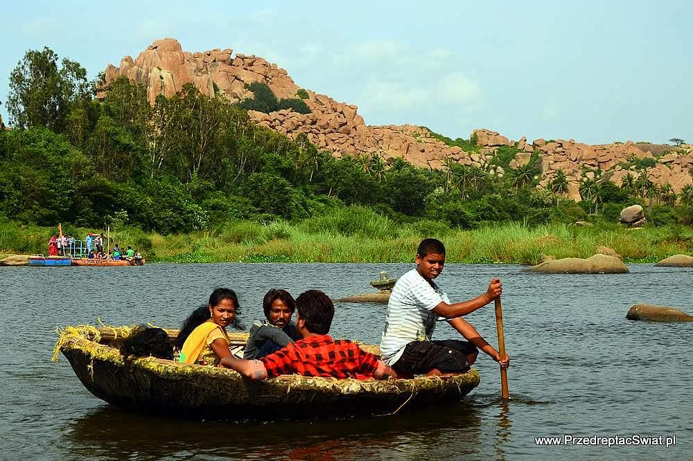 okrągła łódź - Hampi przeprawa przez rzekę
