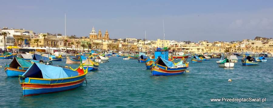 Malta ciekawe miejsca - łodzie luzzu w Marsaxlokk