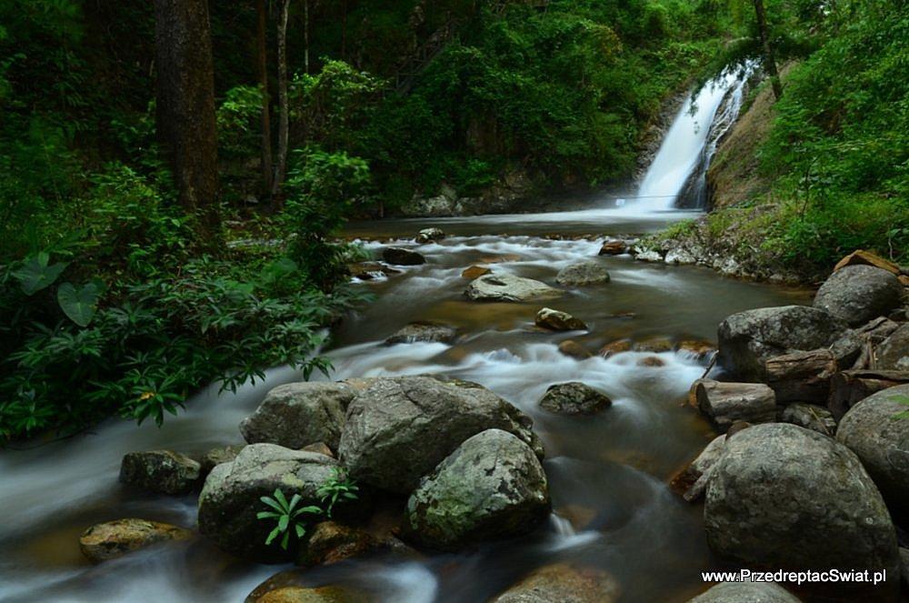 wodospad w parku narodowym chae son