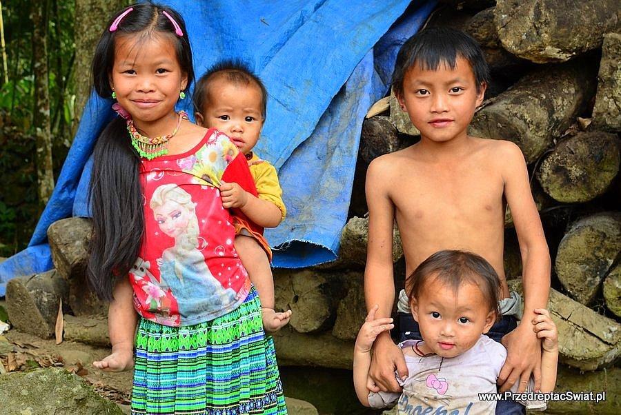 Dzieciaki w okolicach Sapy