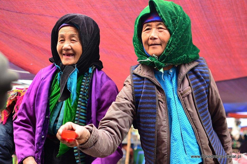 Lokalny targ w Wietnamie - bimber