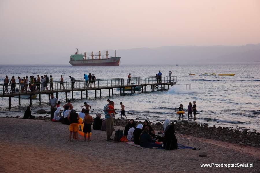 Czy warto polecieć do Jordanii zimą? plaża w Aqabie