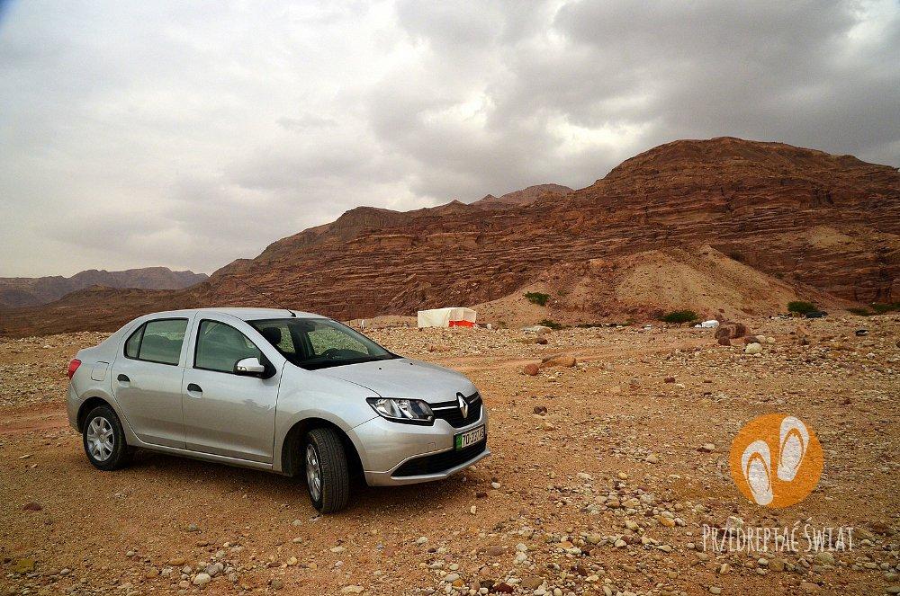Wypożyczalnia samochodów w Jordanii - parking