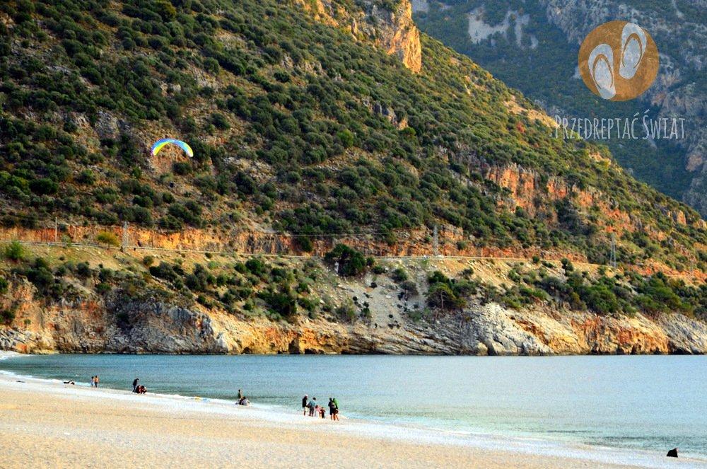 Plaża w Oludeniz - paralotnie